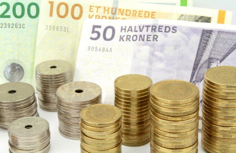 Forskellige sedler og mønter