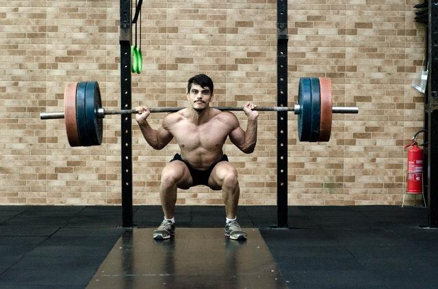 mand med tung vægt